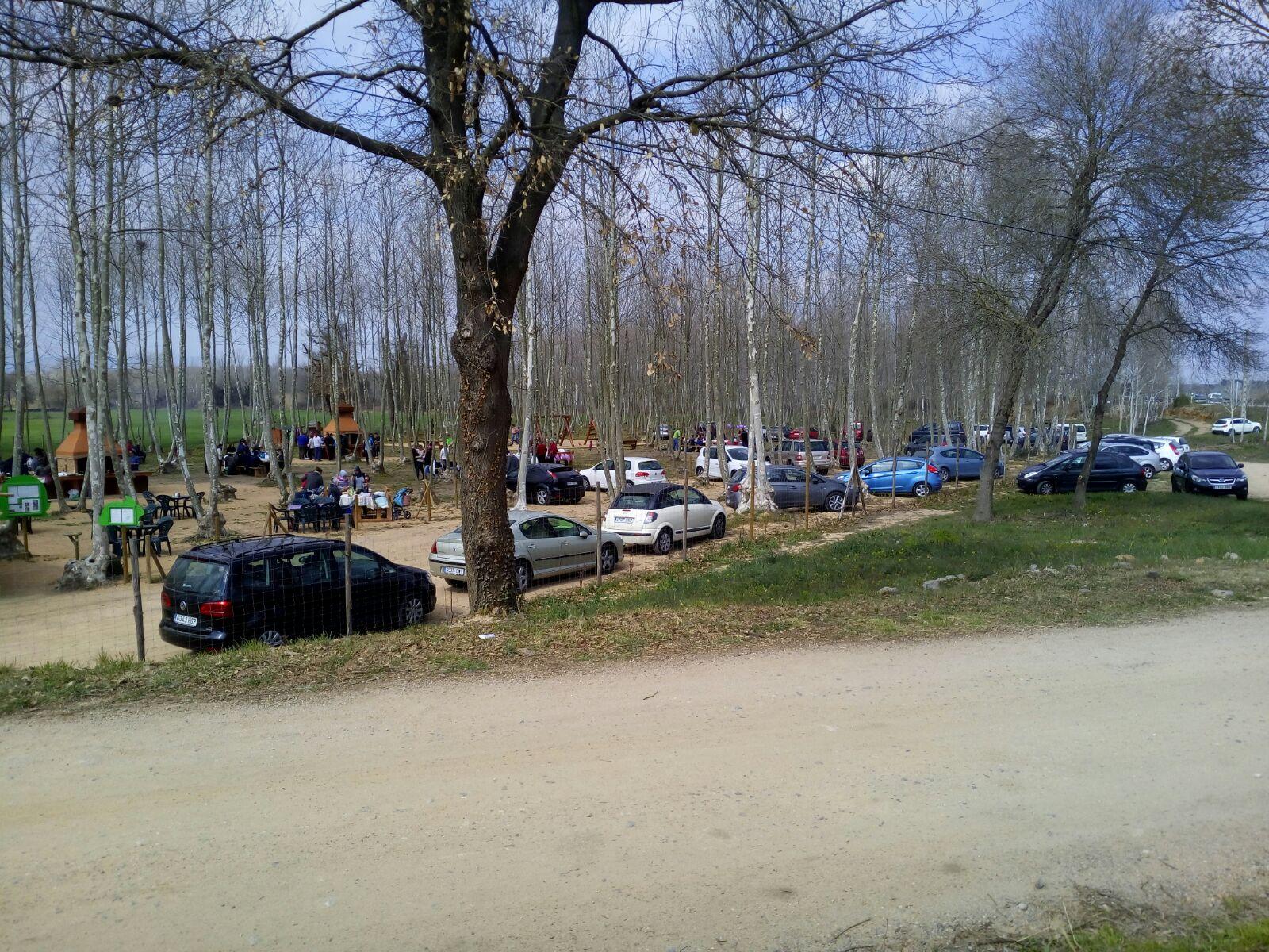 coches zona aparcamiento gratuito picnic les 3 flors