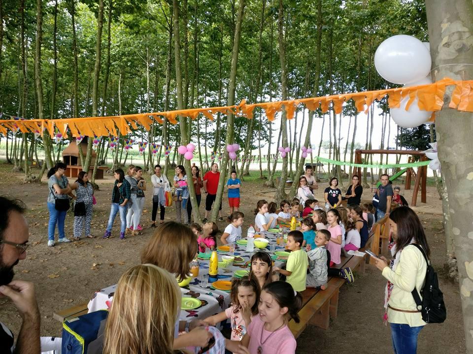 grup amics nens festa aniversari picnic les 3 flors