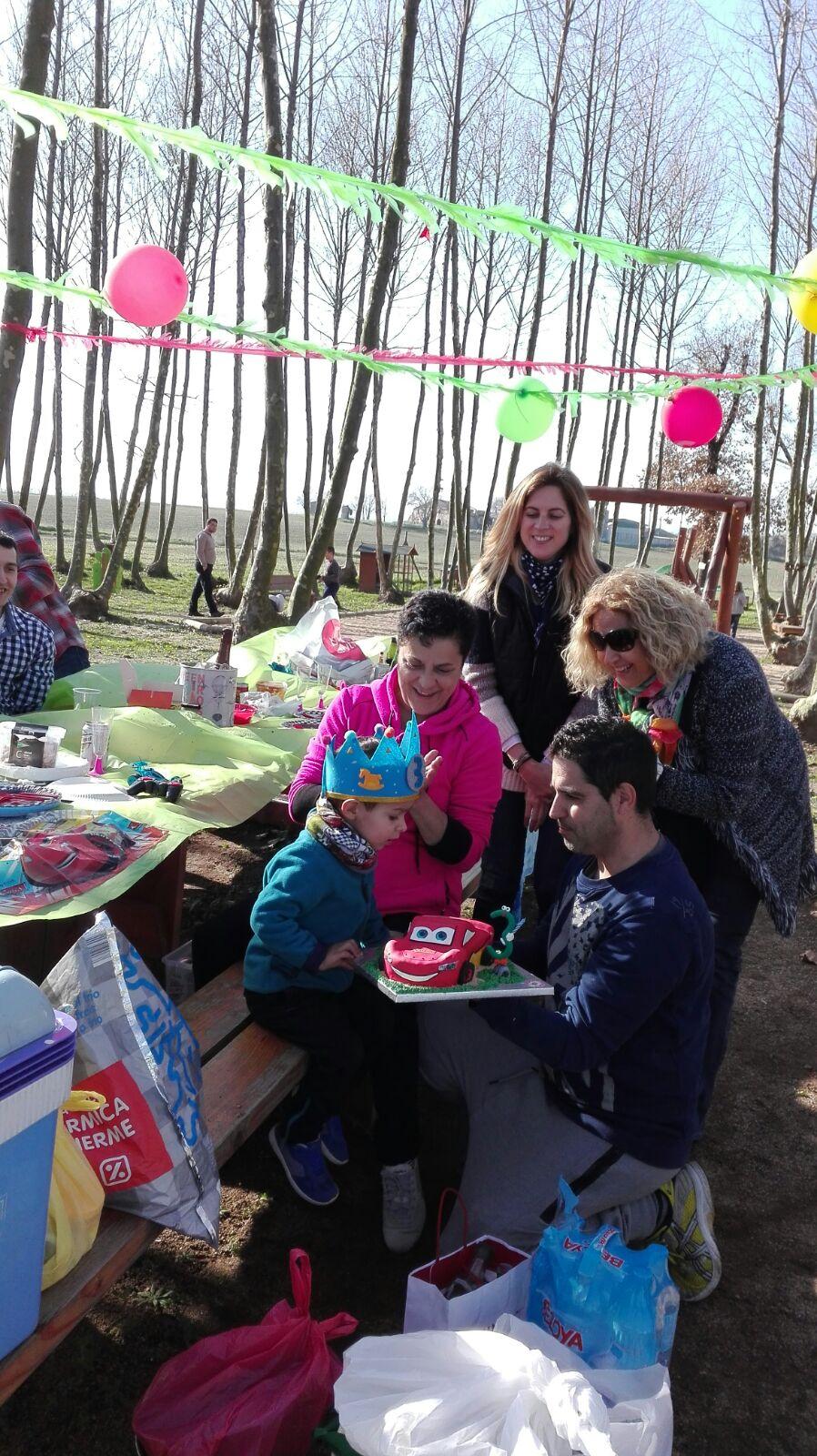 fiesta cumpleaños familia picnic les 3 flors