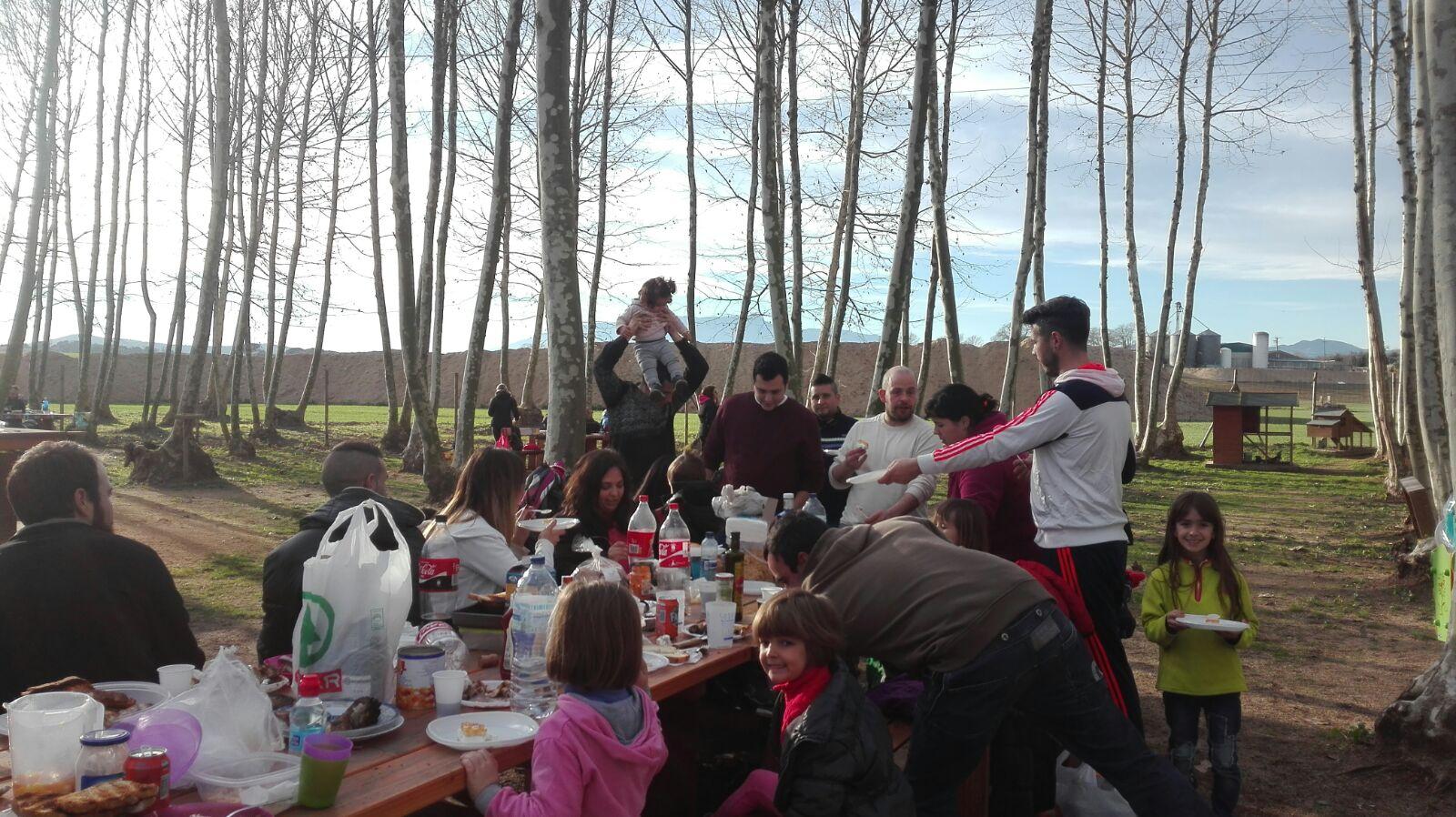 comencem a dinar al picnic les 3 flors