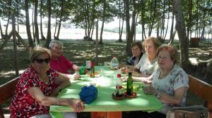 bon-apat-amb-amigues-picnic-les-3-flors