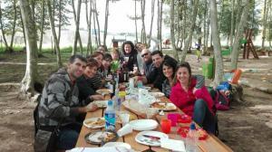 dinar-acabat-amb-amics-picnic-les-3-flors