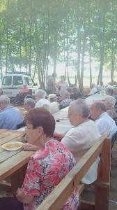 dinar sortida gent gran taula picnic les 3 flors
