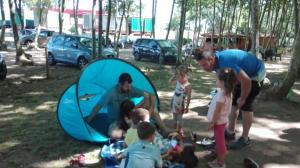 familia-amb-tenda-picnic-les-3-flors
