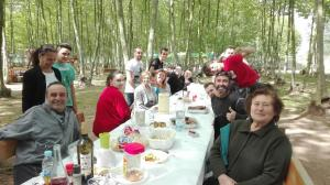 grans i petits dinant al picnic les 3 flors