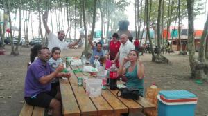 menjant-pintxos-picnic-les-3-flors