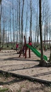 nena tobogan zona jocs picnic les 3 flors