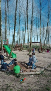 nens a zona de jocs picnic les 3 flors