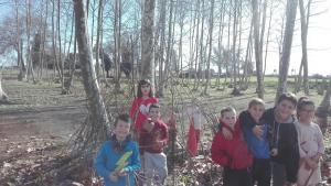 nens-fent-cabanes-picnic-les-3-flors