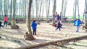 nens jugant corrent picnic les 3 flors