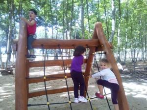 nens pujant trepa picnic les 3 flors