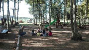 nens-rotllana-jugant-picnic-les-3-flors