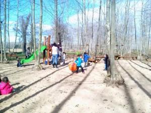nens zona jocs infantils tardor picnic les 3 flors