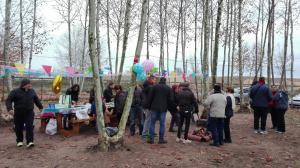 taula-decorada-i-foc-a-terra-picnic-les-3-flors