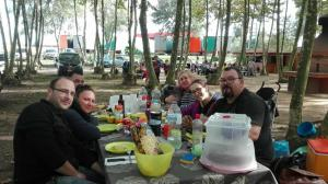 taula-preparada-per-la-familia-picnic-les-3-flors