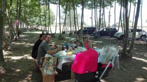 un-dinar-en-familia-picnic-les-3-flors